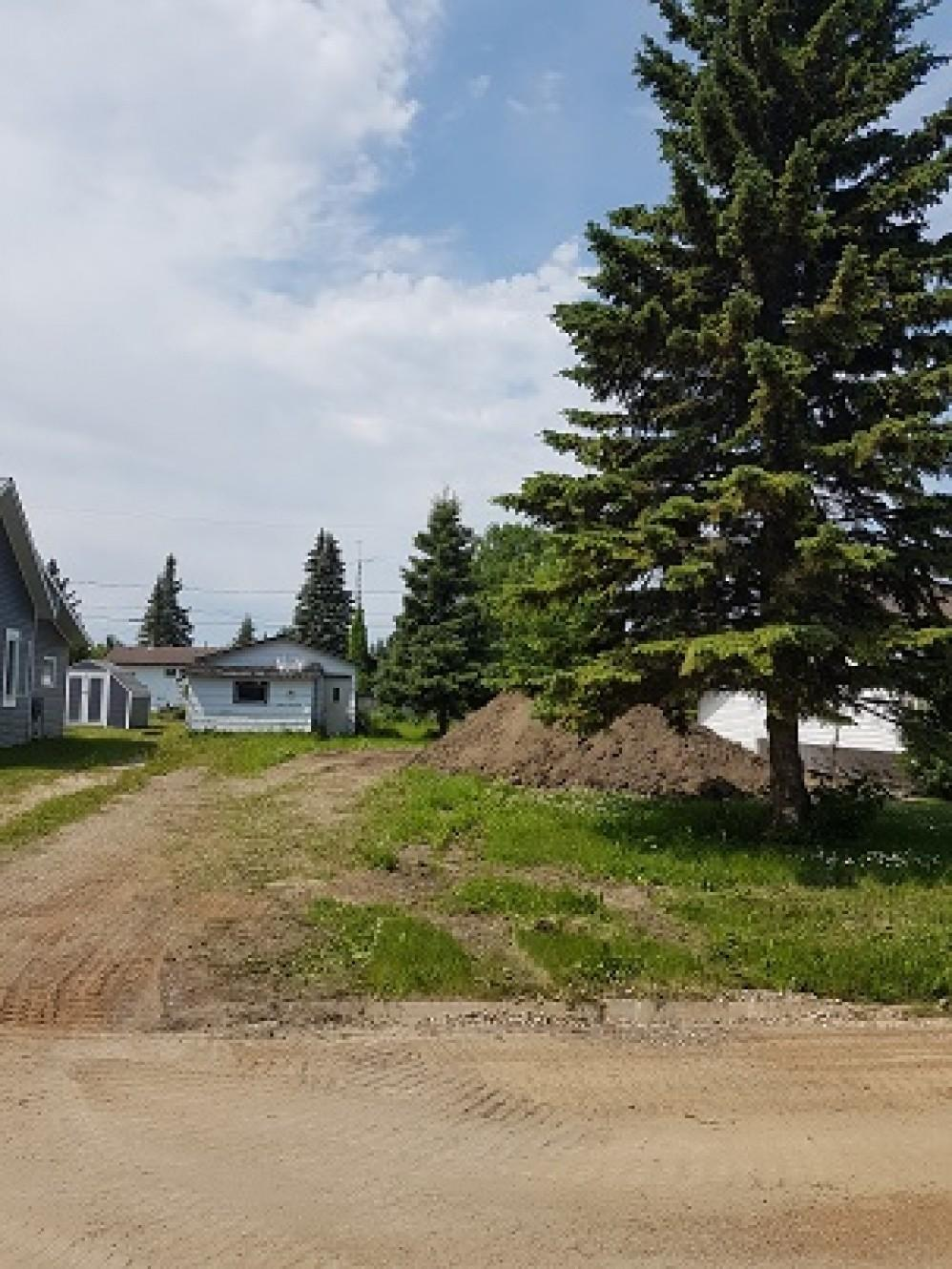 205 Second Street West - 50 X 120 - Residential Lot C/W Detached Garage - Serviced - Must build before title transfer